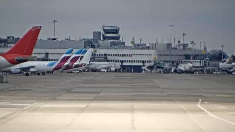 Düsseldorf airport Runway